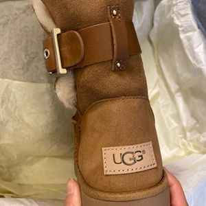 NWT UGG woman size 6